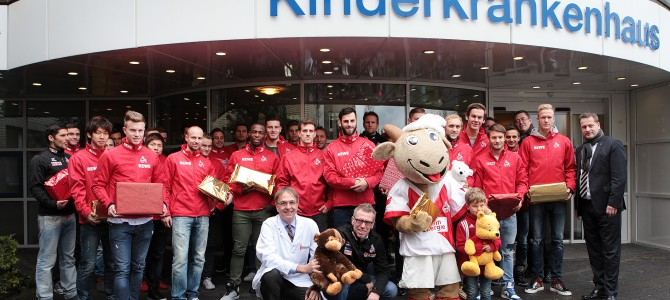 Der 1. FC Köln zu Besuch im Kinderkrankenhaus