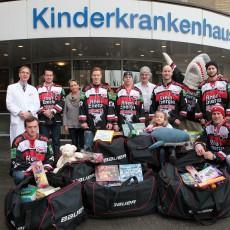 Die Kölner Haie zu Besuch in der Kinderklinik Amsterdamer Strasse