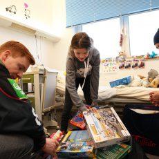 Kölner Haie im Kinderkrankenhaus