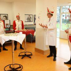 Pressearbeit für die Kliniken der Stadt Köln  Rote Funken zu Besuch Kinderkrankenhaus